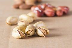 Gruppo di dadi asciutti pistacchio e di fondo sano di nutrizione delle mandorle fotografie stock libere da diritti