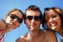 gruppo di divertimento di amicizia che ha piccolo Fotografie Stock Libere da Diritti