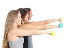 Gruppo di donne di forma fisica con le teste di legno Fotografie Stock Libere da Diritti