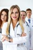 Gruppo di erba medica che posa fiero Immagini Stock Libere da Diritti