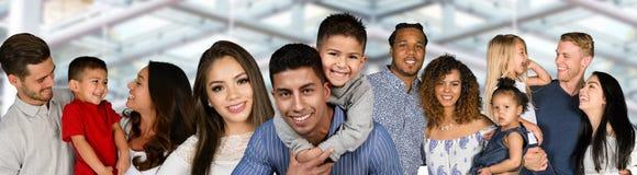 Gruppo di famiglie fotografie stock libere da diritti