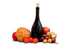 Gruppo di frutta e di verdure con stoviglie Immagini Stock