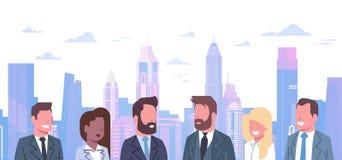 Gruppo di gente di affari sopra le donne di affari moderne di Team Of Successful Businessmen And di concetto del fondo della citt royalty illustrazione gratis