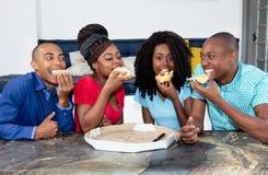 Gruppo di gente afroamericana che celebra partito fotografia stock libera da diritti