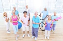 Gruppo di gente in buona salute nella forma fisica immagine stock libera da diritti