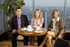 Gruppo di gente di affari alla Tabella Immagine Stock