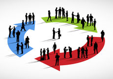 Gruppo di gente di affari che sta concetto del ciclo di discussione Fotografie Stock Libere da Diritti