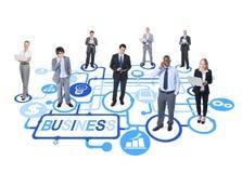 Gruppo di gente di affari collegata che tende alla crescita ed al successo Fotografie Stock Libere da Diritti