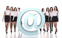 Gruppo di gente di affari con la grande icona del email Fotografie Stock Libere da Diritti