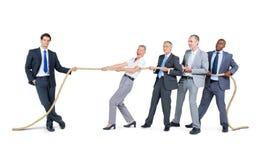 Gruppo di gente di affari della corda di trazione Fotografia Stock