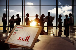 Gruppo di gente di affari nell'edificio per uffici Immagini Stock