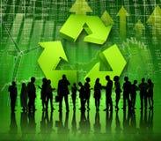 Gruppo di gente di affari sul mondo verde economico fotografie stock