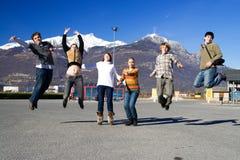 Gruppo di gente di salto Fotografia Stock
