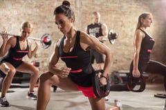 Gruppo di gente sportiva che fa allenamento Fotografie Stock