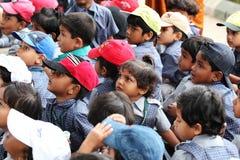 Gruppo di giovani allievi indiani svegli di asilo Fotografie Stock