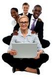 Gruppo di giovani donne di affari ed uomini attraenti Immagine Stock Libera da Diritti