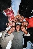 Gruppo di giovani felici nel cerchio Immagini Stock Libere da Diritti