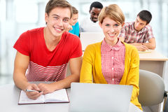 Gruppo di giovani studenti Immagine Stock