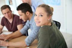 Gruppo di giovani studenti nell'addestramento di affari Immagine Stock Libera da Diritti