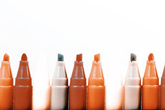 Gruppo di indicatori luminosi di colore della penna a feltro su fondo bianco Fotografie Stock Libere da Diritti