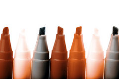 Gruppo di indicatori luminosi di colore della penna a feltro su fondo bianco Fotografie Stock