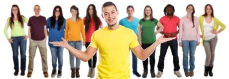 Gruppo di latino latino di media sociali dei giovani degli amici isolato su bianco fotografia stock libera da diritti