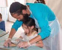 Gruppo di lavoro di cottura del Matzah Fotografia Stock