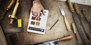 Gruppo di lavoro di legno di Craftmanship Carpentry Handicraft del carpentiere concentrato fotografie stock