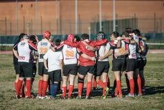 Gruppo di lavoro di squadra degli amici del coperate dello sport di squadra di rugby Fotografia Stock