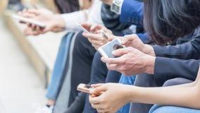 Gruppo di mano con lo smartphone Immagine Stock