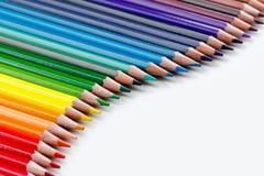 Gruppo di matite colorate su bianco Fotografie Stock
