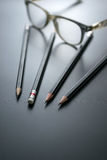 gruppo di matite sul fuoco alla gomma di matita, concetto s della lavagna Fotografie Stock Libere da Diritti