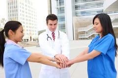 Gruppo di medici della donna e dell'uomo Immagini Stock