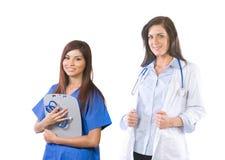 Gruppo di medici femminile isolato su bianco fotografia stock libera da diritti