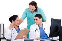 Gruppo di medici in una riunione all'ospedale Immagini Stock