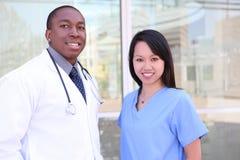 Gruppo di medici vario all'ospedale Immagini Stock