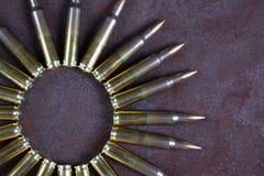 Gruppo di munizioni disposto geometricamente Cerchio delle munizioni Fotografia Stock