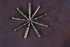 Gruppo di munizioni disposto geometricamente Cerchio delle munizioni Immagine Stock Libera da Diritti