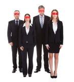 Gruppo di occhi degli uomini d'affari coperti di nastro fotografie stock