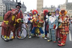 Gruppo di pagliacci alla parata di Londra Fotografia Stock Libera da Diritti