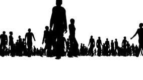 Gruppo di persone che camminano intorno stock footage