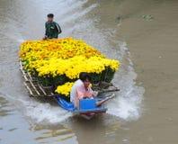 Gruppo di persone che si siedono sull'imbarcazione a motore Fotografia Stock Libera da Diritti