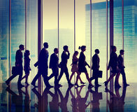 Gruppo di persone della siluetta i concetti di camminata Fotografia Stock