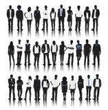 Gruppo di persone della siluetta stare illustrazione vettoriale