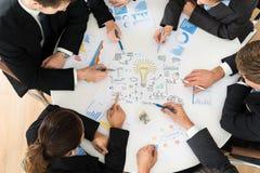 Gruppo di persone di affari che progettano per la partenza Fotografia Stock