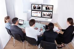 Gruppo di persone di affari nella videoconferenza immagine stock libera da diritti