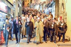 Gruppo di persone durante la processione interconfessionale contro il terrori Immagine Stock