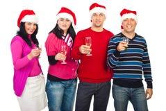 Gruppo di persone felice che mostrano i vetri del champagne Immagini Stock