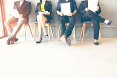 Gruppo di persone l'intervista di job attendente immagini stock libere da diritti