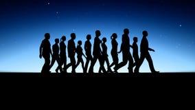 Gruppo di persone le siluette di camminata royalty illustrazione gratis